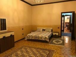 Сдаю в центре Баку посуточно 4-х ком. квартиру - фото 3